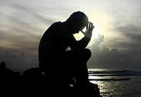 hombre-rezando-i